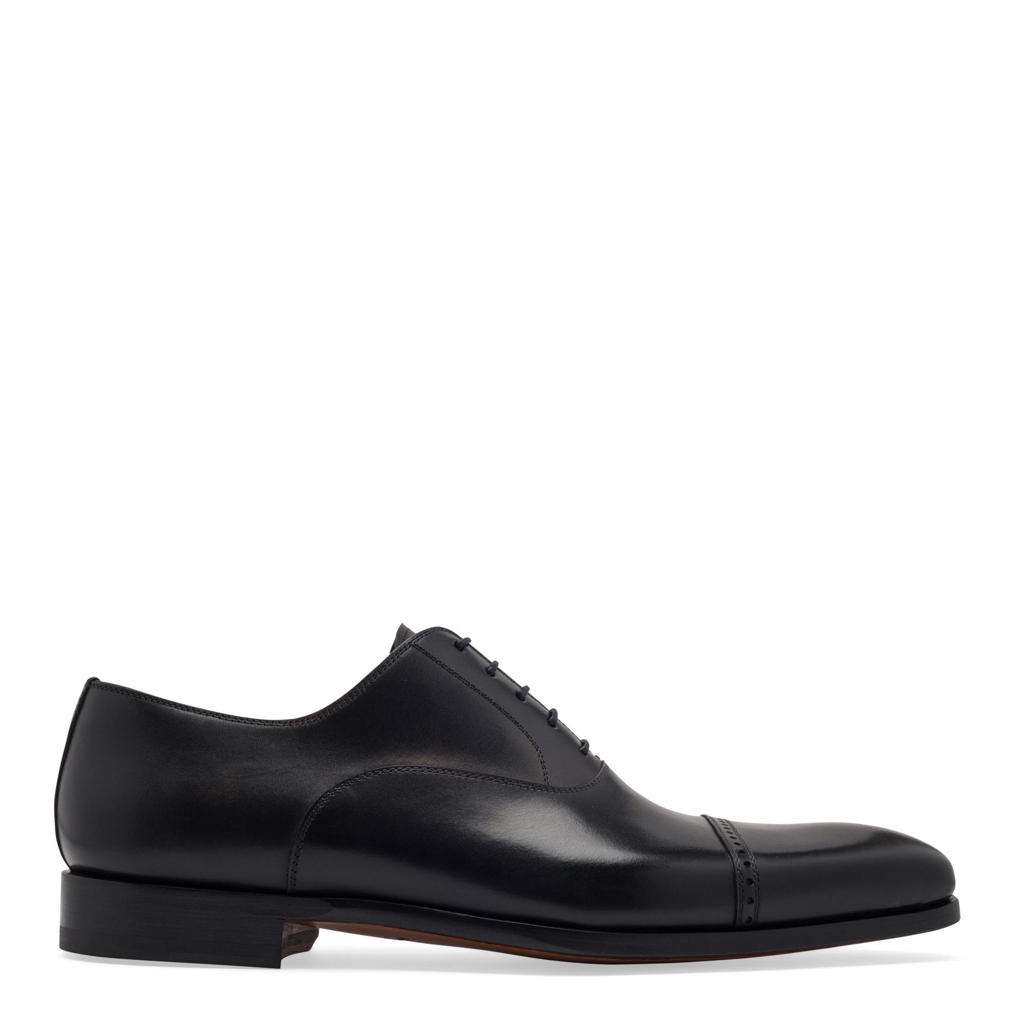 حذاء طراز أكسفورد بالأربطة