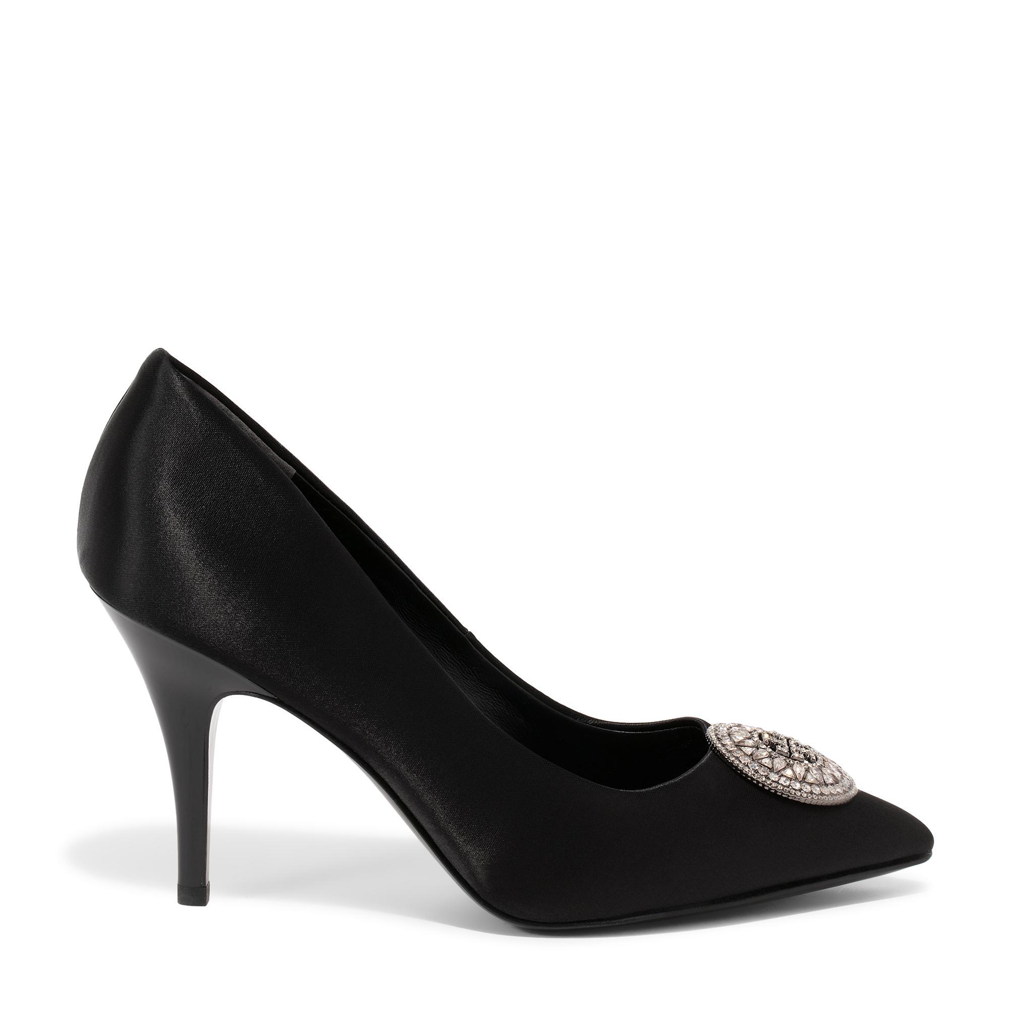 حذاء عالٍ بشعار مزين بالكريستال