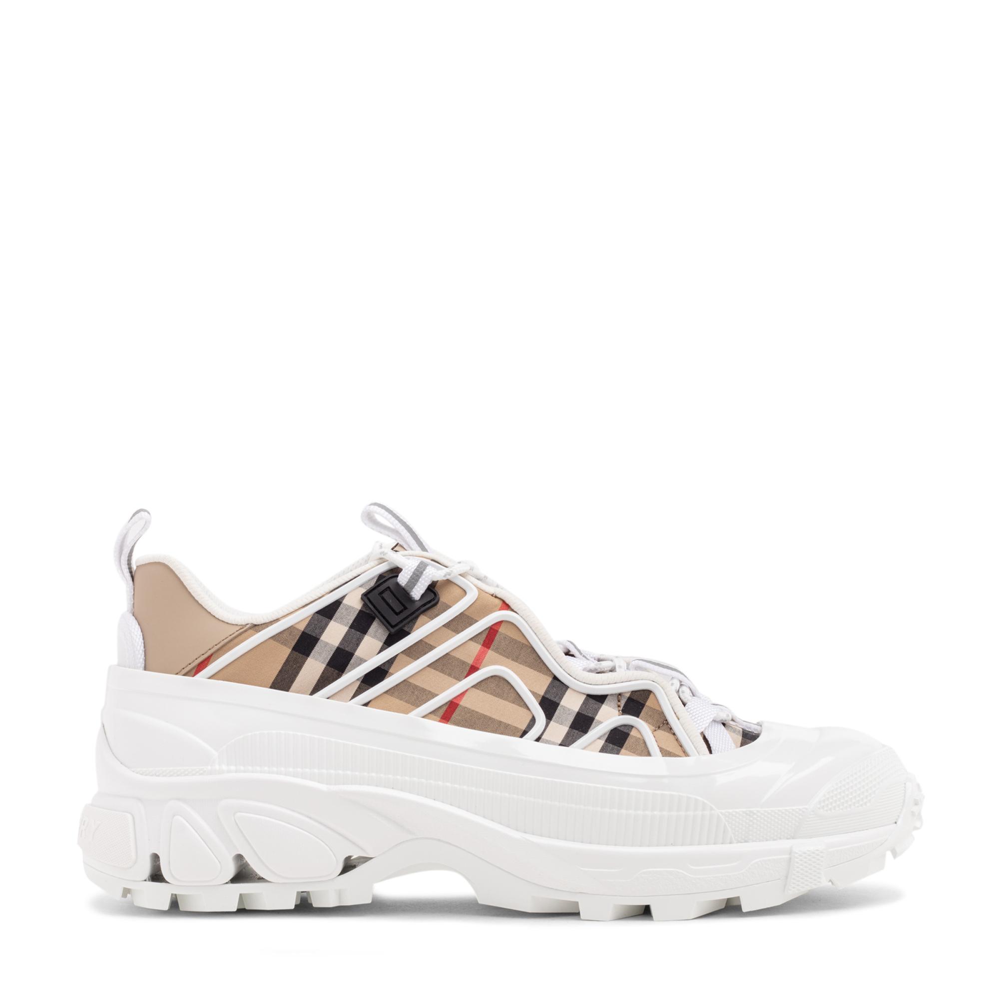 حذاء آرثر الرياضي