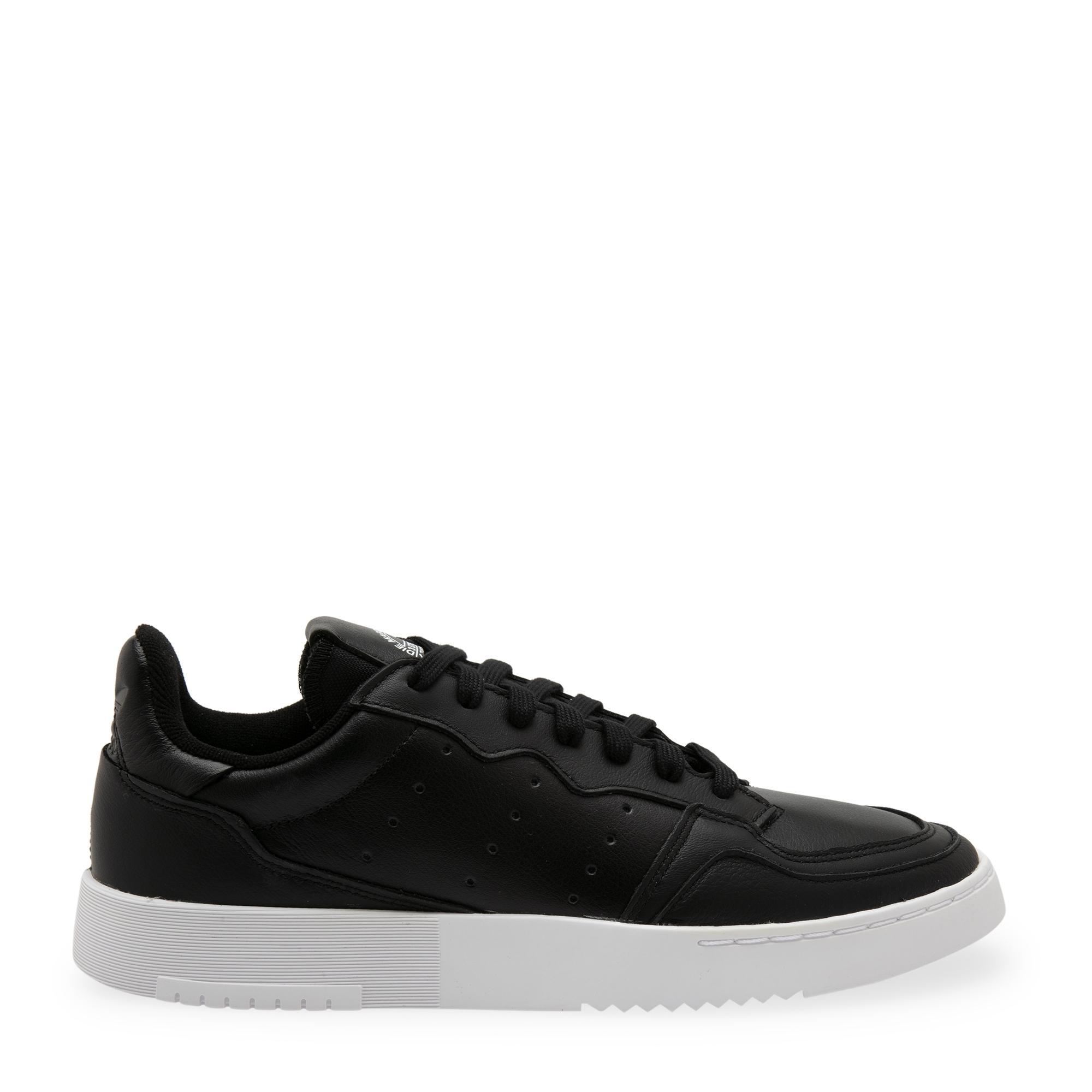 """الحذاء الرياضي """"سوبركورت"""""""