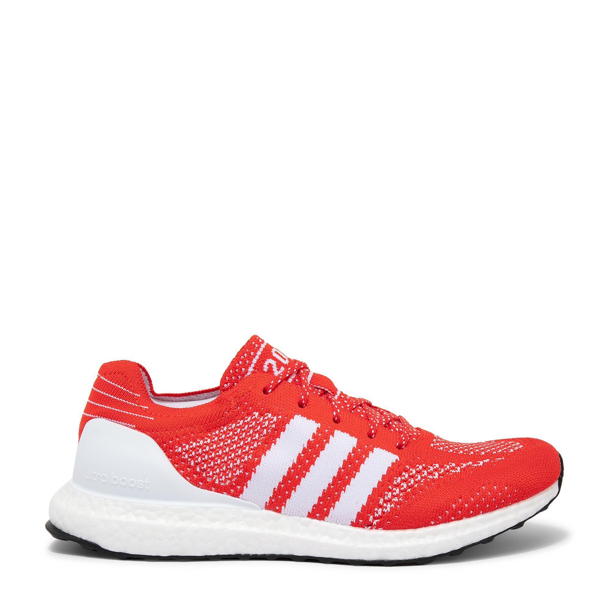 """حذاء """"ألترا بوست دي إن إيه"""" الرياضي"""