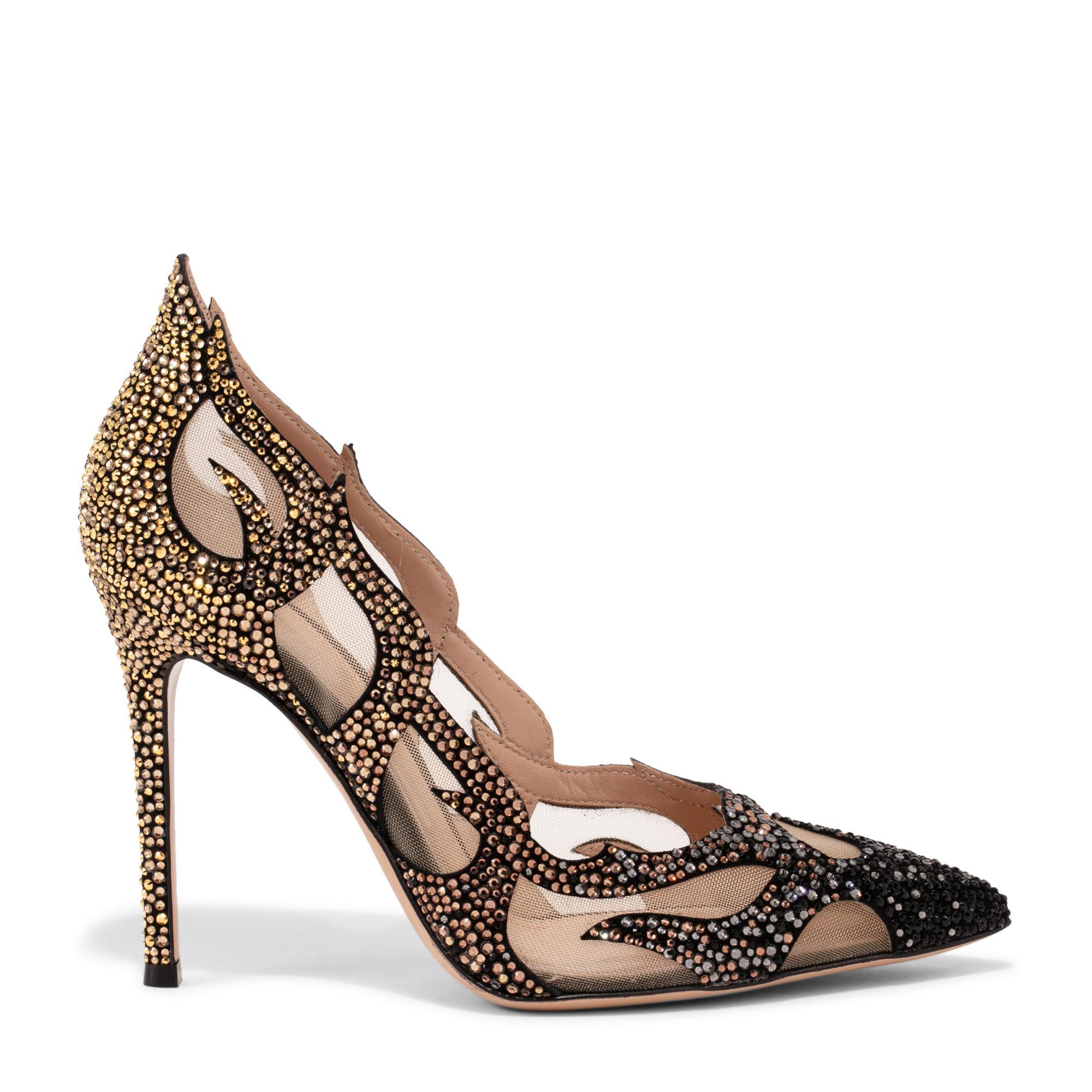 """حذاء """"إنفيرنو"""" العالي"""