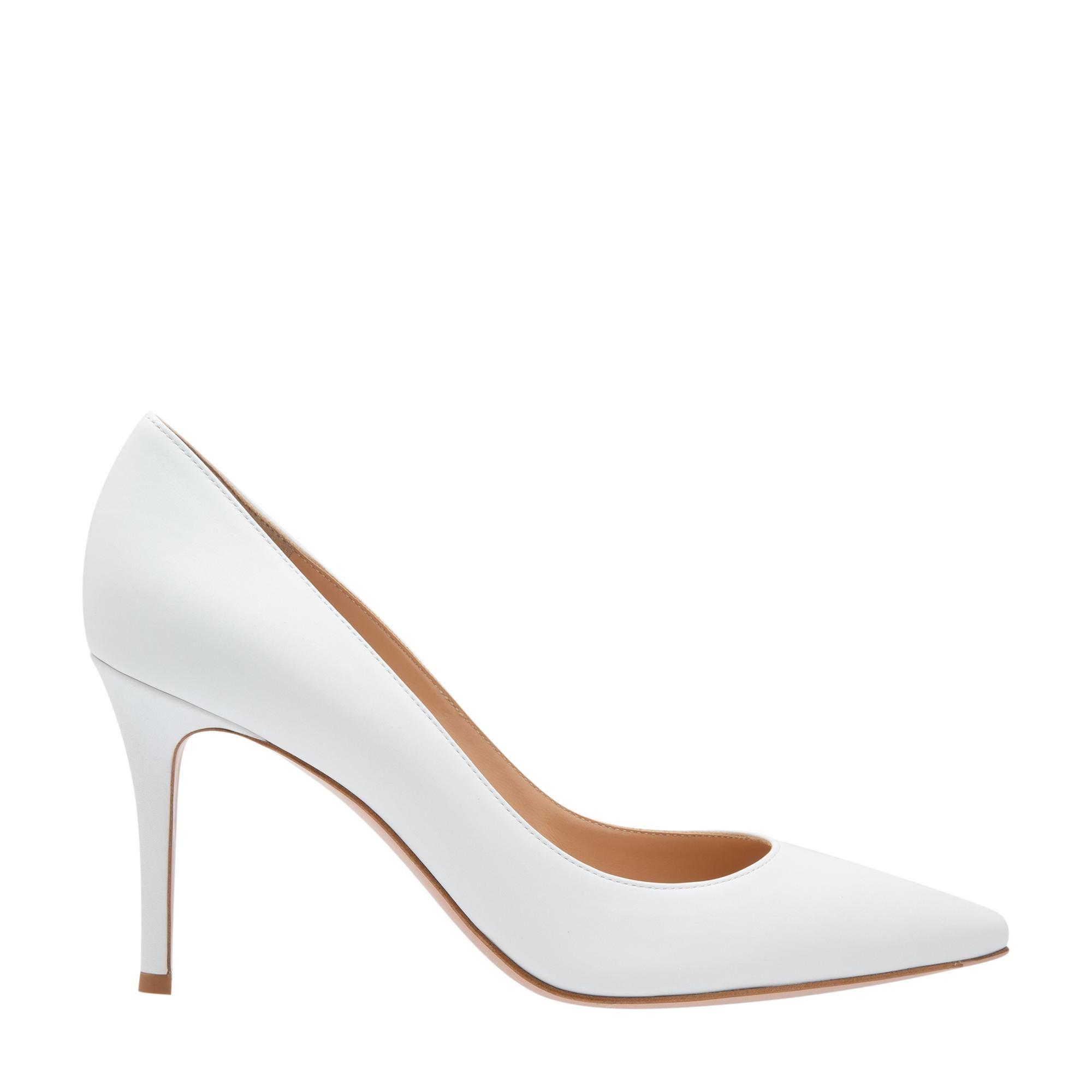 حذاء عالٍ من الجلد