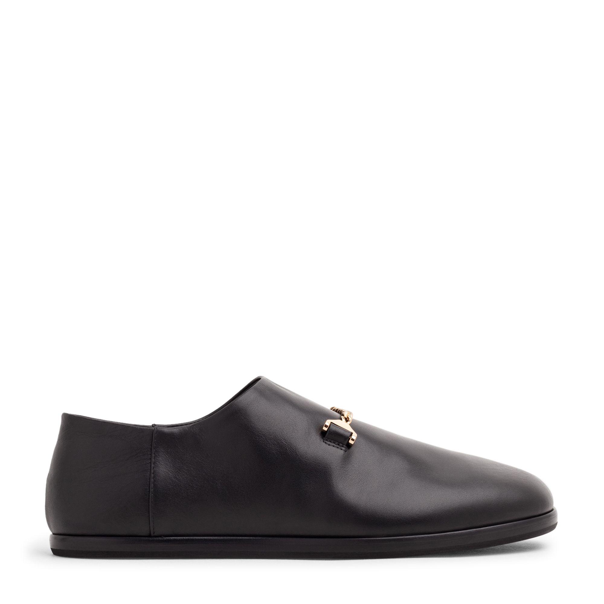 حذاء سلاي المسطح