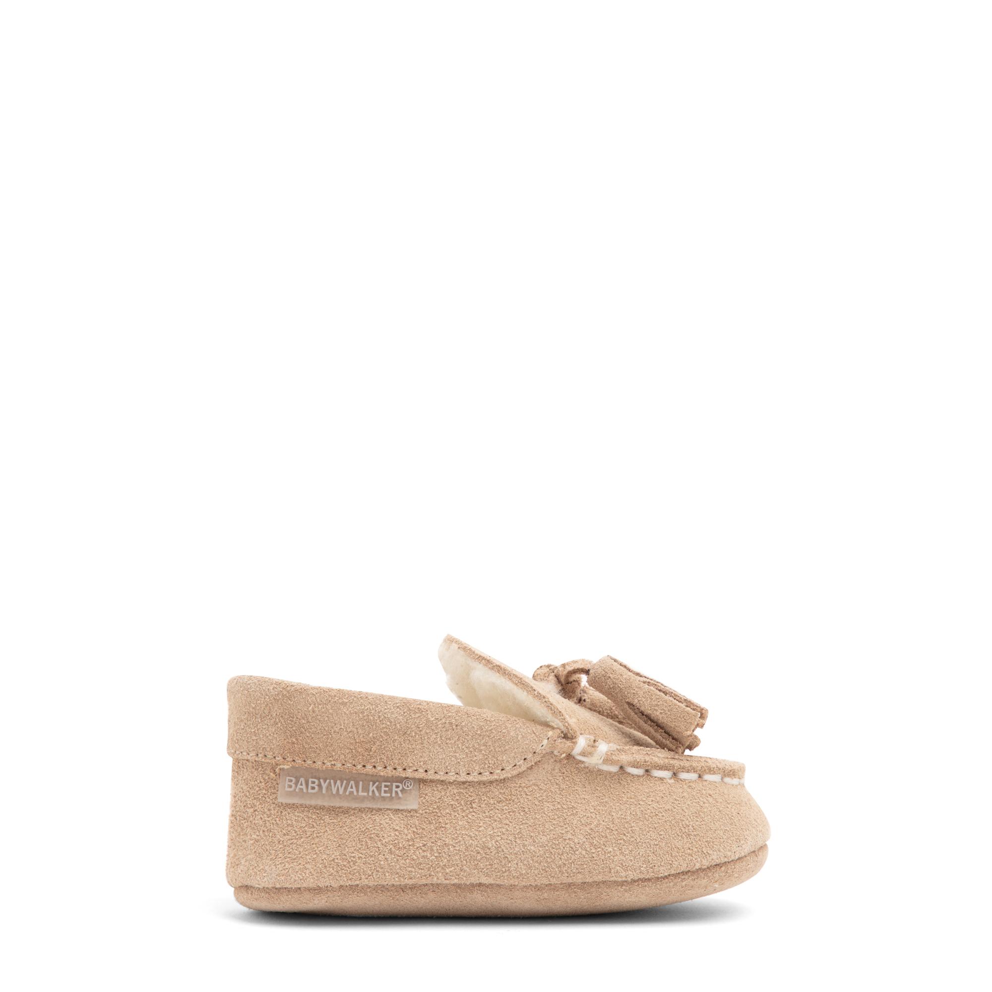 حذاء مسطح من الشامواه مزين بالأربطة المتدلية