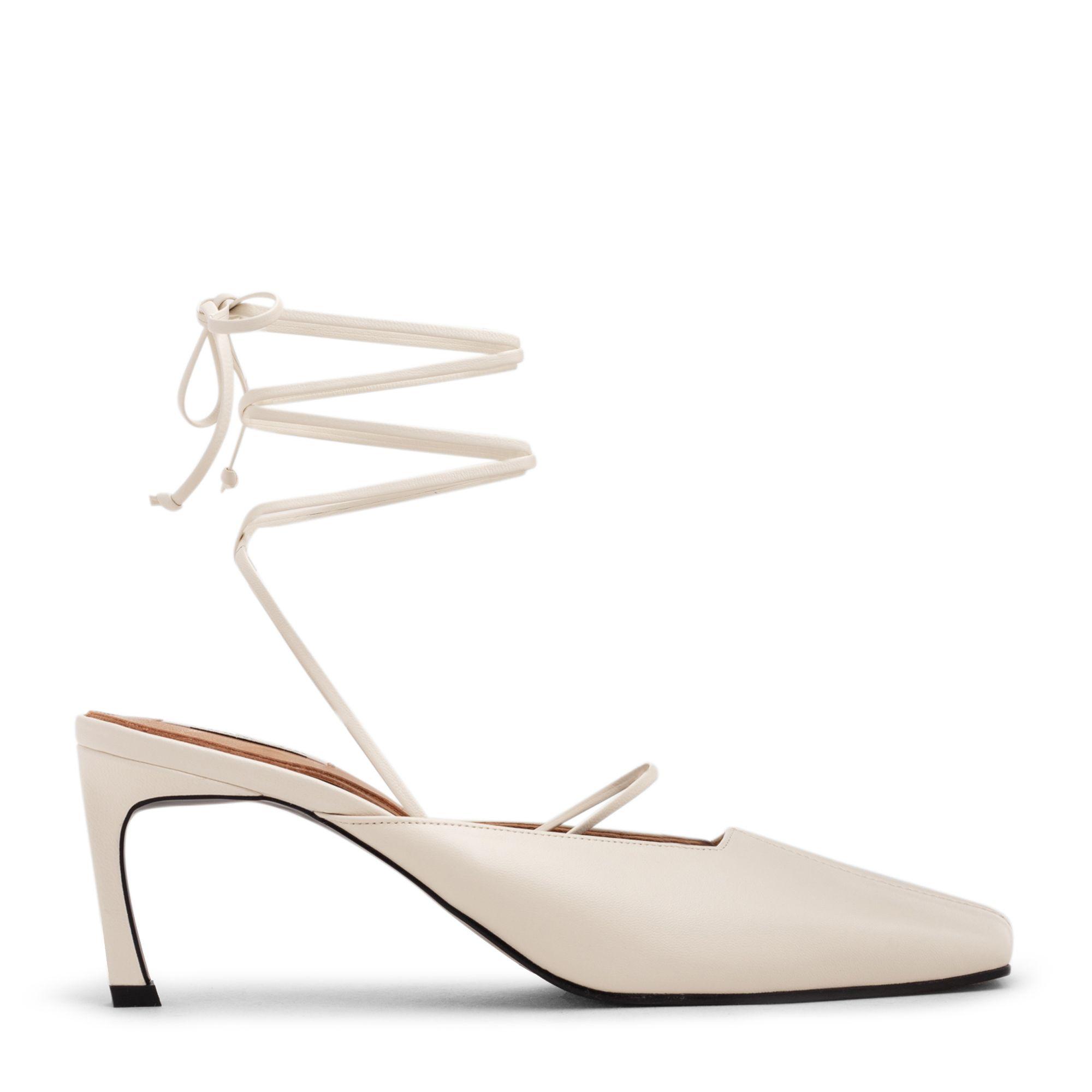 حذاء عالي بتصميم أحزمة أنبوبية