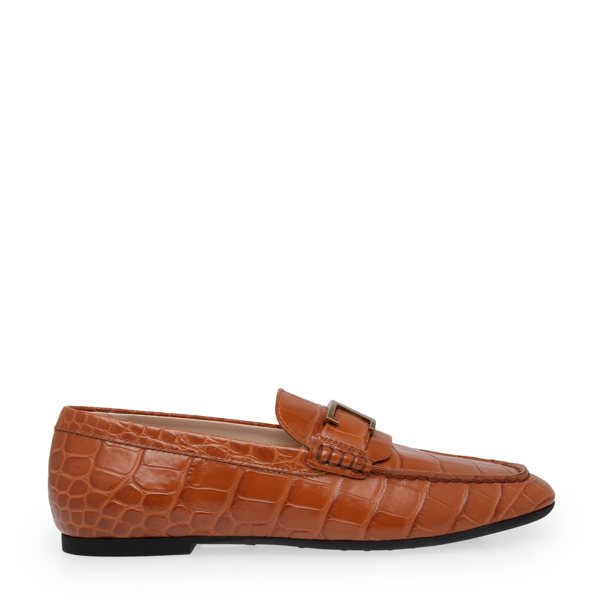 حذاء جلدي مسطح بحزام على شكل حرف T